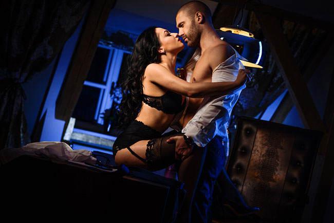 Frau und Mann beim Casual Dating